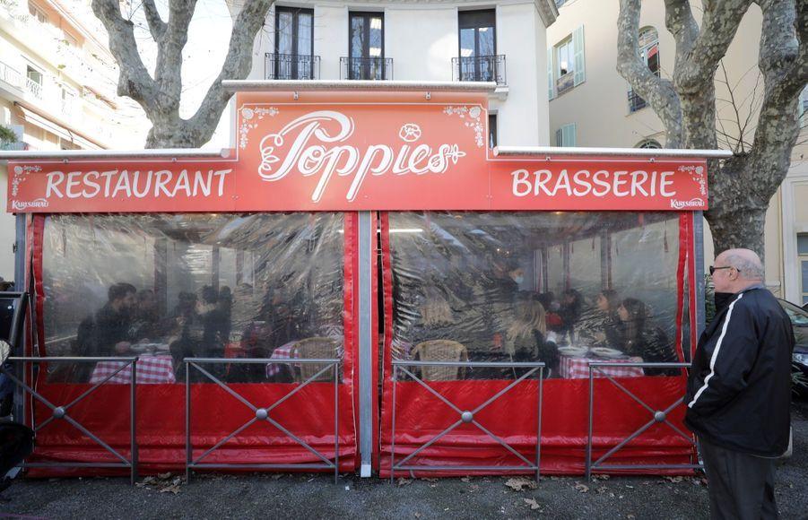 """Situé en plein centre de Nice, le """"Poppies"""" était fermé depuis le 30 octobre dans le cadre des mesures sanitaires prises par le gouvernement pour lutter contre le Covid-19 qui a fait plus de 74.106 morts en France."""