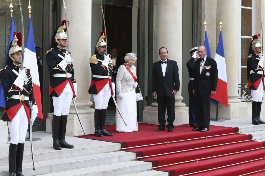 La reine et François Hollande