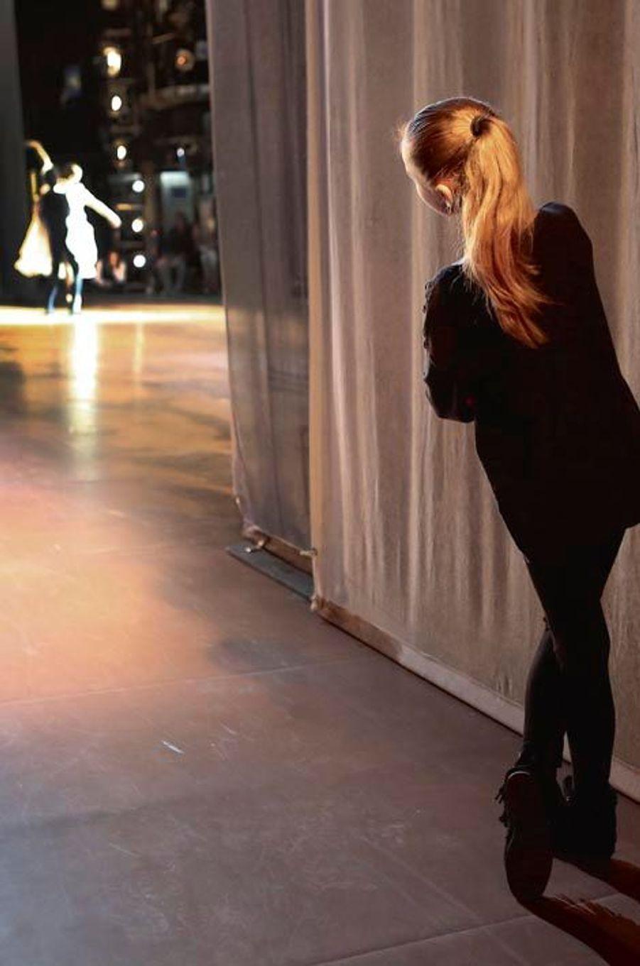 Pendant la générale de « La dame aux camélias » avec Agnès et Stéphane Bullion, Romane, le petit rat, joue les petites souris.