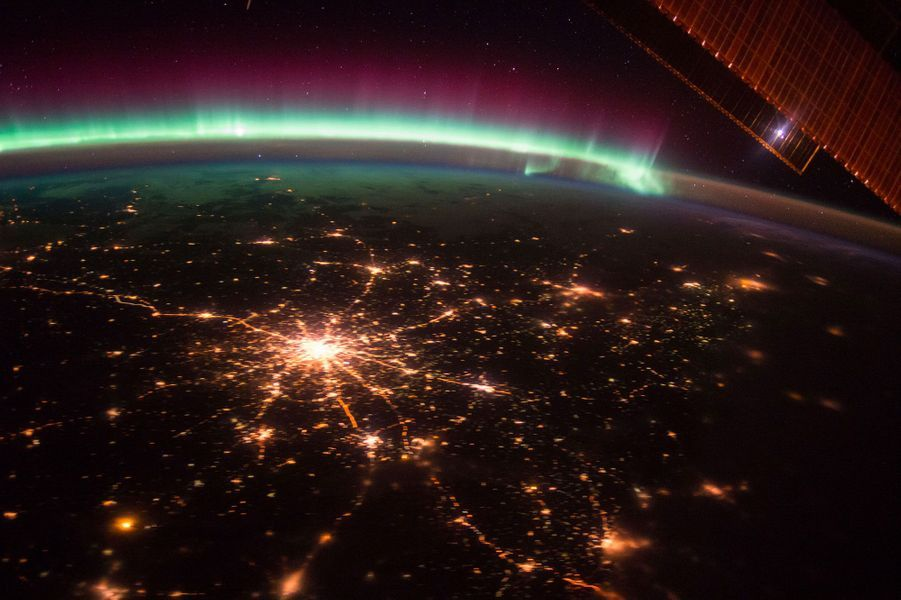 Aurore boréale au dessus de Moscou en Russie