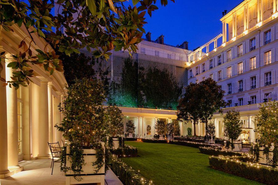 le jardin du Bristol, avec ses 1200 m2 est le plus grand des hôtels de la capitale