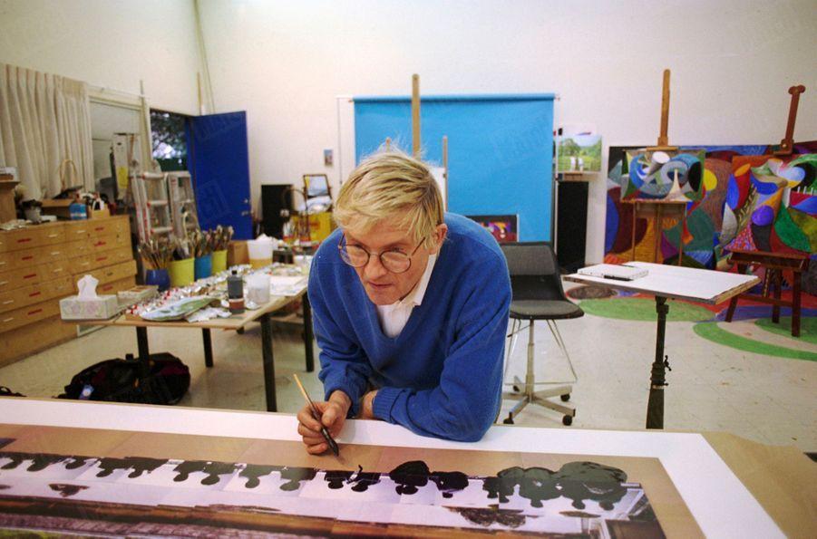 """""""La principale trouvaille de David Hockney pourrait bien résider dans les photomontages de ces dernières années..."""" - Paris Match n°2335, 24 février 1994."""