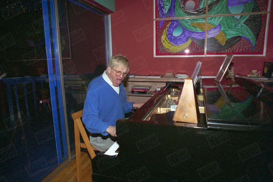 """""""Au piano : David Hockney, passionné de musique, est un des auditeurs les plus assidus de l'Orchestre philharmonique de Los Angeles."""" - Paris Match n°2335, 24 février 1994"""