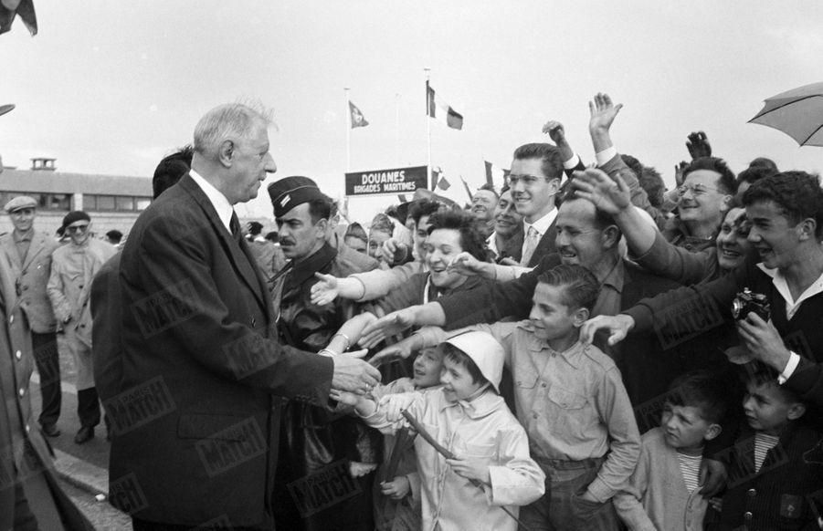 Le Général de Gaulle en visite en Normandie. Juillet 1960.