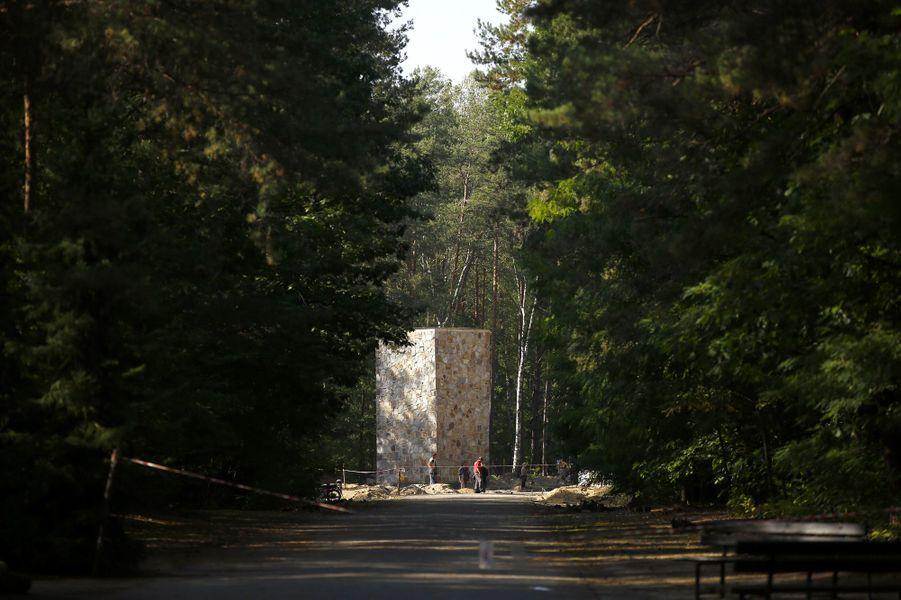 Des chambres à gaz ont été découvertes sous une route à Sobibor