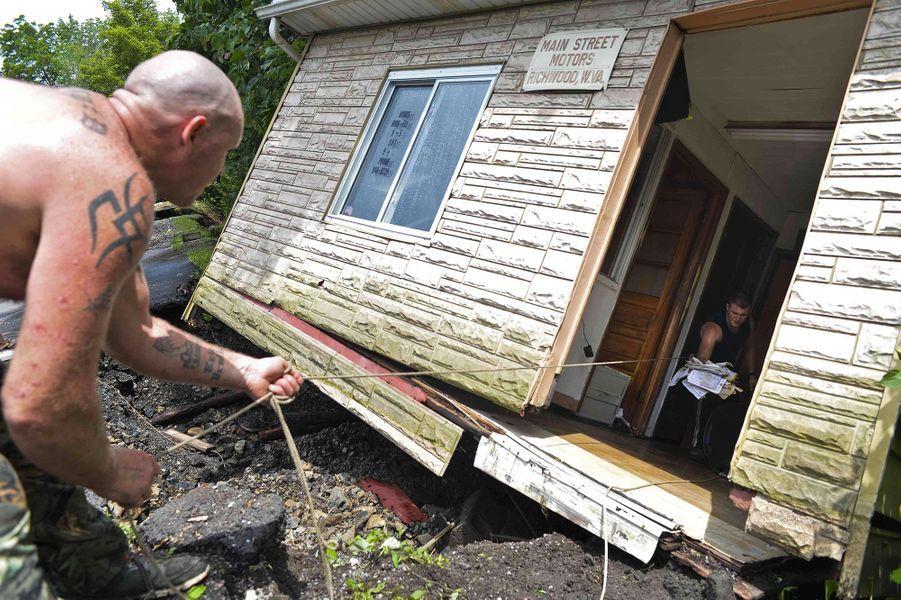 Des inondations dévastatrices tuent 23 personnes en Virginie-Occidentale