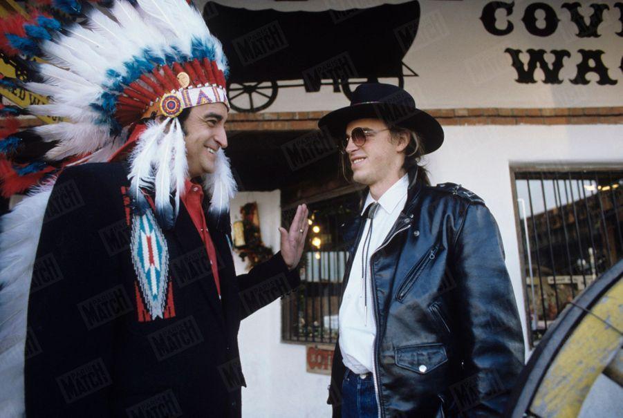 Dick Rivers avec son fils Pascal à Taos au Nouveau-Mexique, aux Etats-Unis en décembre 1987.