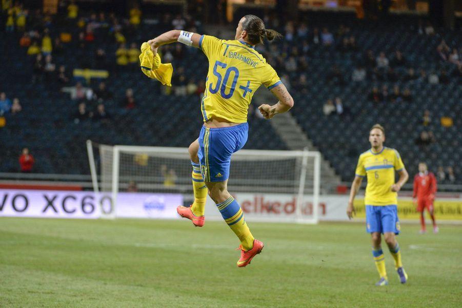 Lors d'une rencontre amicale avec l'Estonie, le Suédois Zlatan Ibrahimovic célèbre son 50e but marqué sous les couleurs de l'équipe nationale.
