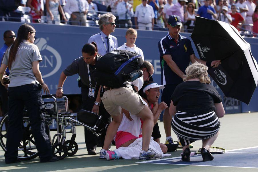 En demi-finale de l'U.S. Open face à Caroline Wozniacki, Peng Shuai a abandonné dans la douleur.