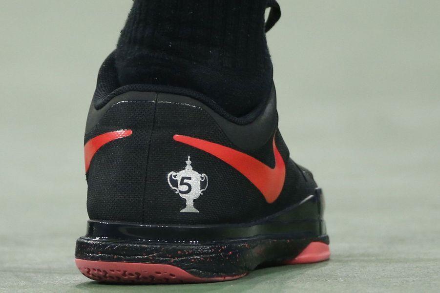 A l'U.S. Open, Roger Federer porte une paire de chaussures en l'honneur des 5 tournois gagnés à New York.