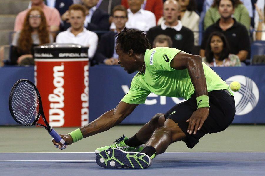 Gael Monfils teste sa souplesse en quart de finale de l'U.S Open.