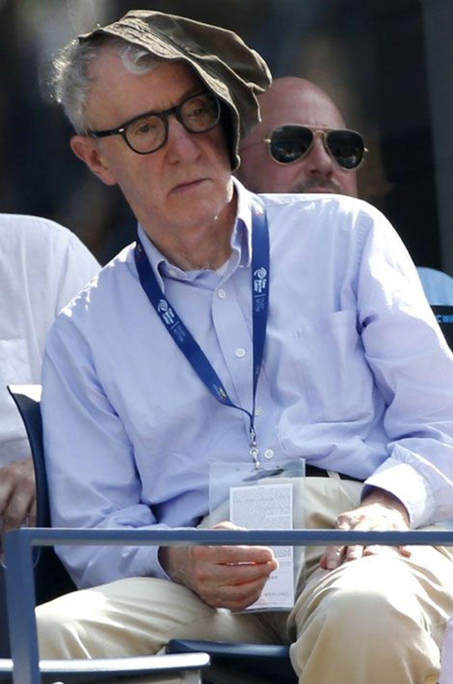 Woody Allen, spectateur un poil assoupi de la rencontre Djokovic - Nishikori lors de l'U.S. Open.