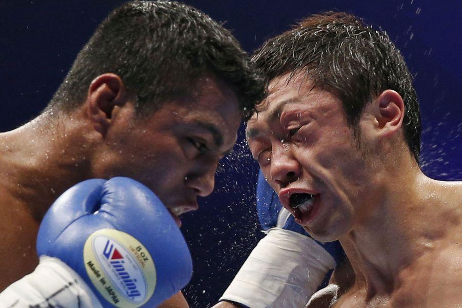 Le Japonnais Akira Yaegashi a eu besoin de glace après son combat à Tokyo face à Roman Gonzalez.