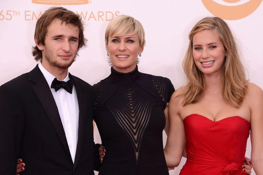 Aux Emmy 2013 avec leur mère