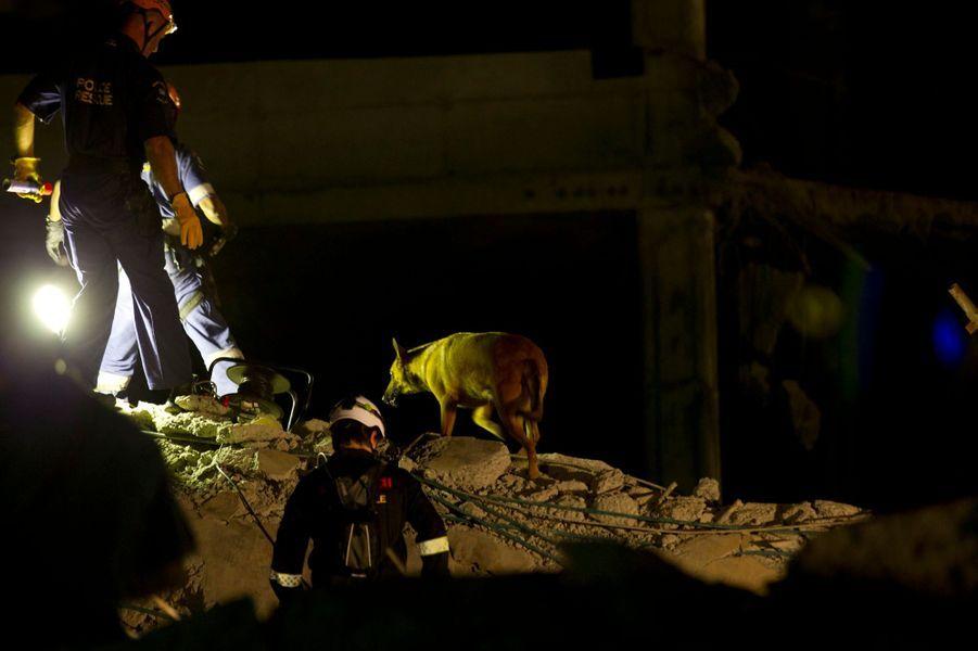 Des ouvriers pris au piège des débris