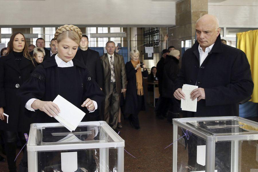 L'ex-Premier ministre et et son mari Oleksander ont voté à Dnipropetrovsk.
