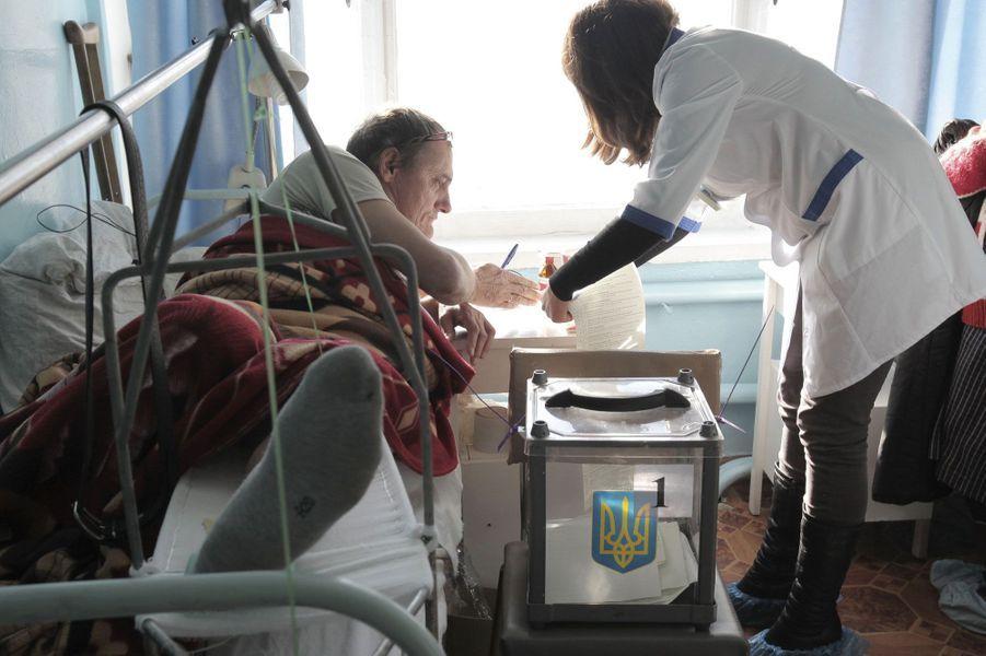 Même mission à l'hôpital. Comme ici avec des patients du centre hospitalier d'Izium.