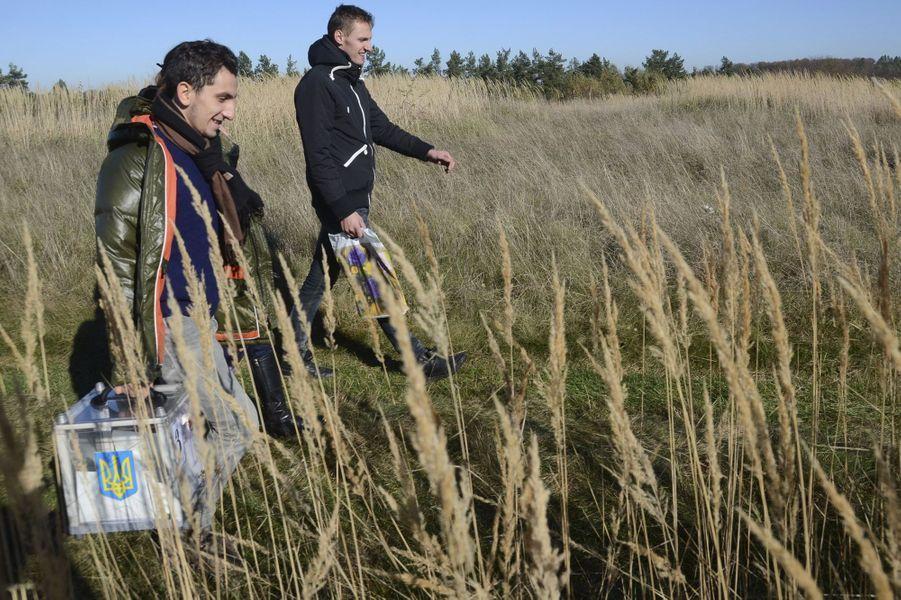 Ces membres de la commission électorale poursuivrent leur mission à Fiina, près de Lviv.