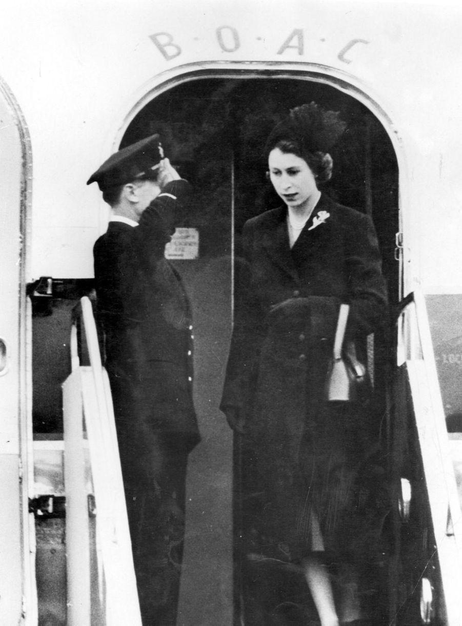 La reine Elizabeth II à son retour à Londres, après le décès de son père ( février 1952 )