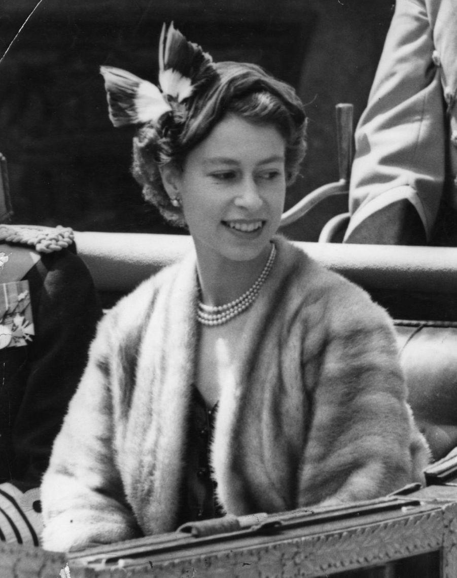 La reine Elizabeth II de retour de son tour du Commonwealth (mai 1954)