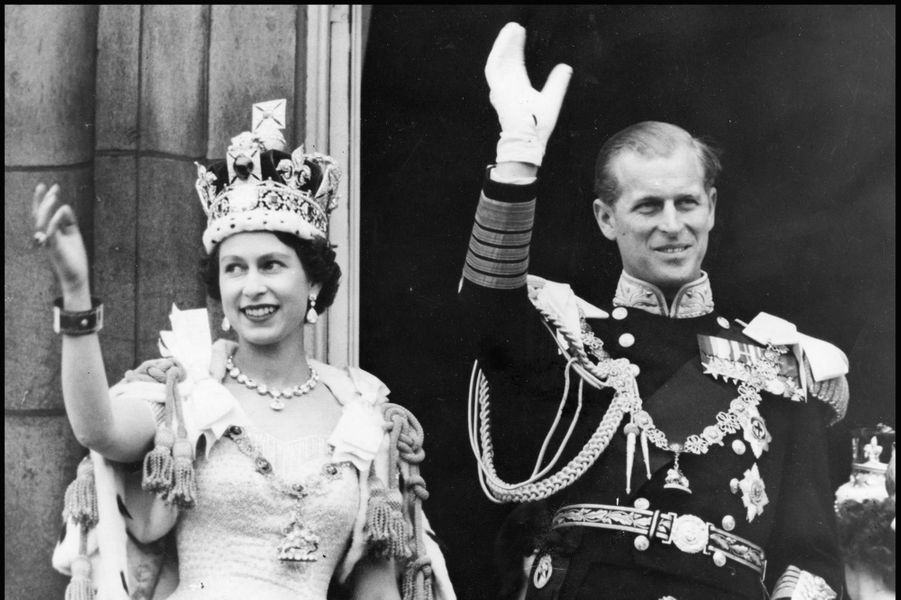 La reine Elizabeth II lors de son couronnement (2 juin 1953)