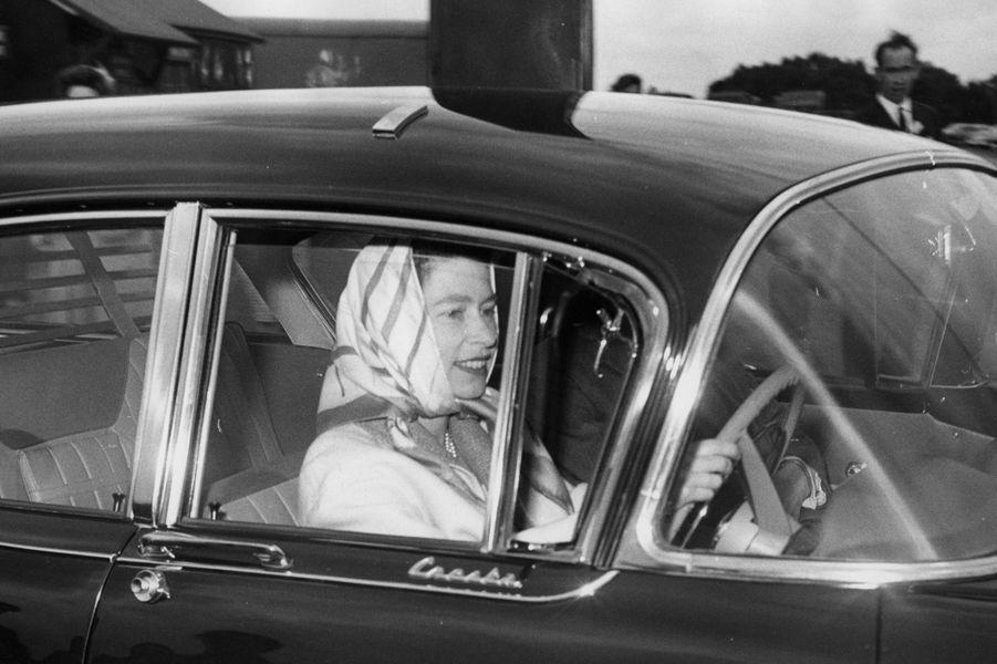 La reine Elizabeth II à Londres (1964)
