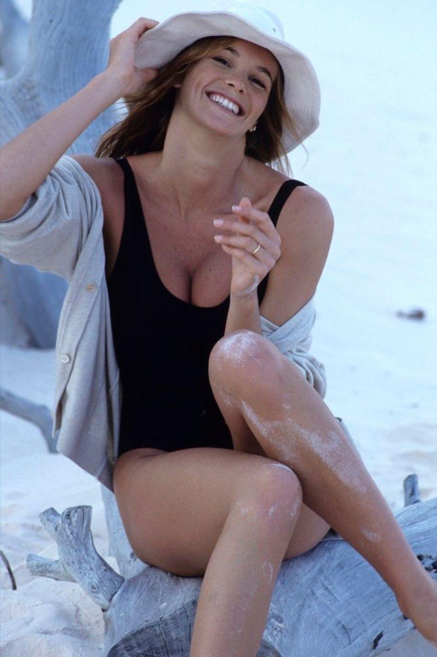 Elle Macpherson aux Bahamas, lors de son premier rendez-vous photo avec Paris Match en 1990.