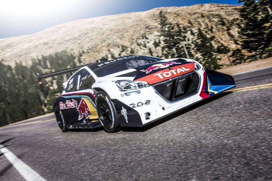 Aux mains de Sébastien Loeb, cette Peugeot extrême a fait des miracles lors de la course de côte de Pikes Peak. Ses 875 chevaux pour 875 kilos ont propulsé le Français de virage en virage, jusqu'à une victoire historique et un record battu.Voir notre portfolio
