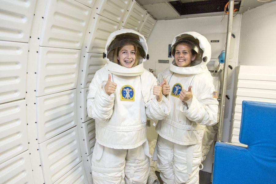 """Abigail Harisson, surnommée """"Abby l'astronaute"""", veut être la première astronaute a fouler le sol martien.Alors que nous venions de fêter le cinquantenaire de l'Agence spatiale européenne(ESA), les femmes sont encore sous-représentées dans les domaines scientifiques avec une proportion de 17% dans la classe des ingénieurs. Elles sont généralement victimes de sexisme de la part de leurs collègues comme le montreles propos exprimés par le prix Nobel 2001 Tim Hunt, le 9 juin dernier.Partant de ce constat, l'agence de photojournalisme Sipa Press a proposé à une équipe de femmes reporters d'aller à la rencontre de ces scientifiques du monde entier, qui font ou feront avancer la science. En passant par Nairobi, Moscou, Munich, ou Bangalore, elles ont fait le portrait de «l'espace au féminin», donnant naissance à une exposition photographique et à une application dédiée aux appareils mobiles.Ainsi, ces diverses enquêtes photographiques révèlent trois générations de femmes, âgées de 10 à 60 ans, tel que le portrait deSamantha Cristoforetti(37 ans), qui est la deuxième européenne à être partie dans l'espace, ou l'histoire de T.K Anuradha (54 ans), qui dirige le programme de satellites de communication indien GSAT.Tous ces portraits seront visibles dans l'exposition«Space Girls Space Women», au Musée des arts et des métiers ou sur les grilles du jardin de l'Observatoire de Paris, du 18 juin au 1ernovembre 2015."""