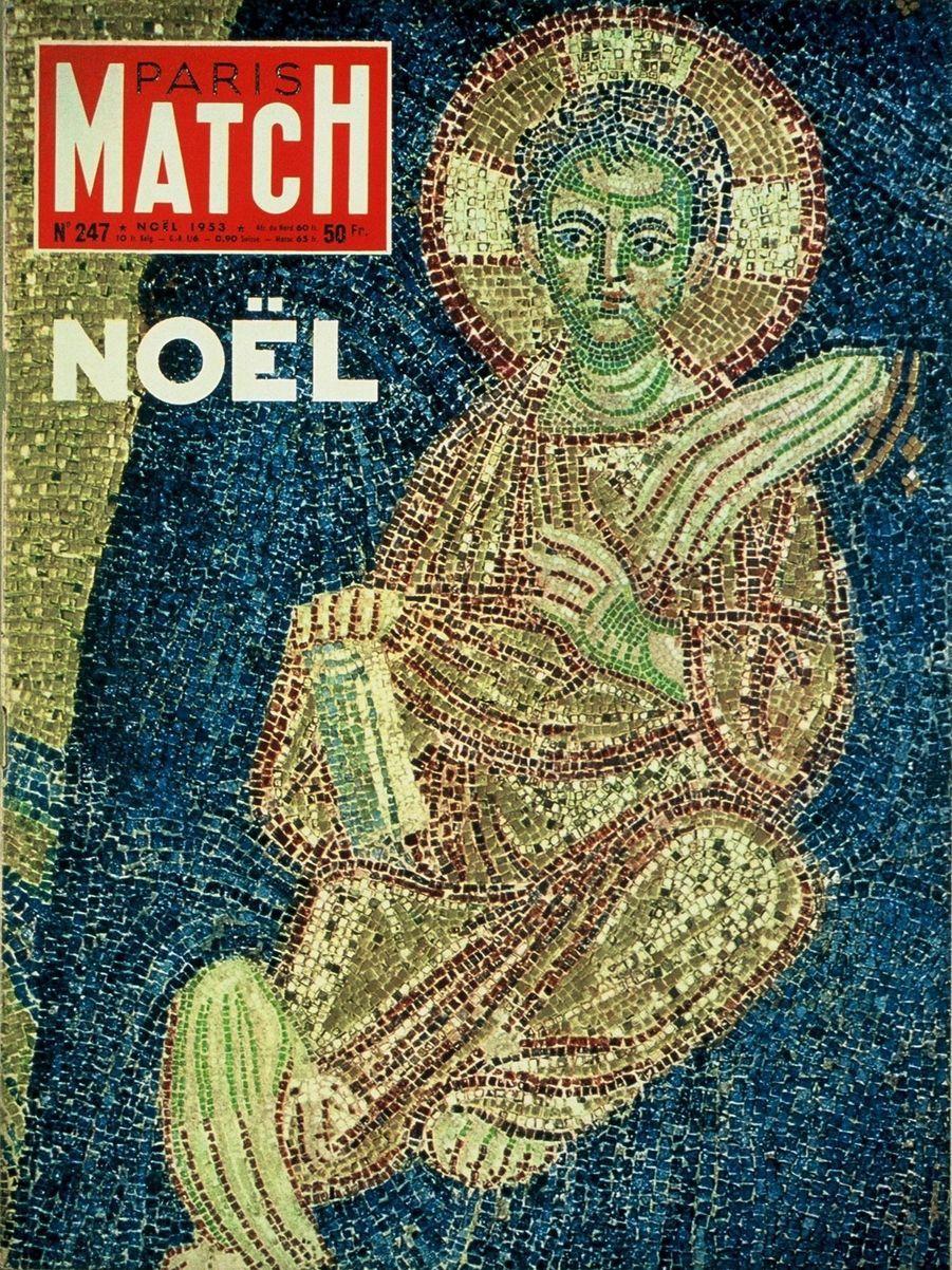 """Couverture duParis Matchn°247 du 12 au 26 décembre 1953 : détail d'une mosaïque """"la Vierge protectrice"""" représentant l'Enfant-Jésus, fresque de la cathédrale Sainte-Sophie à Constantinople."""