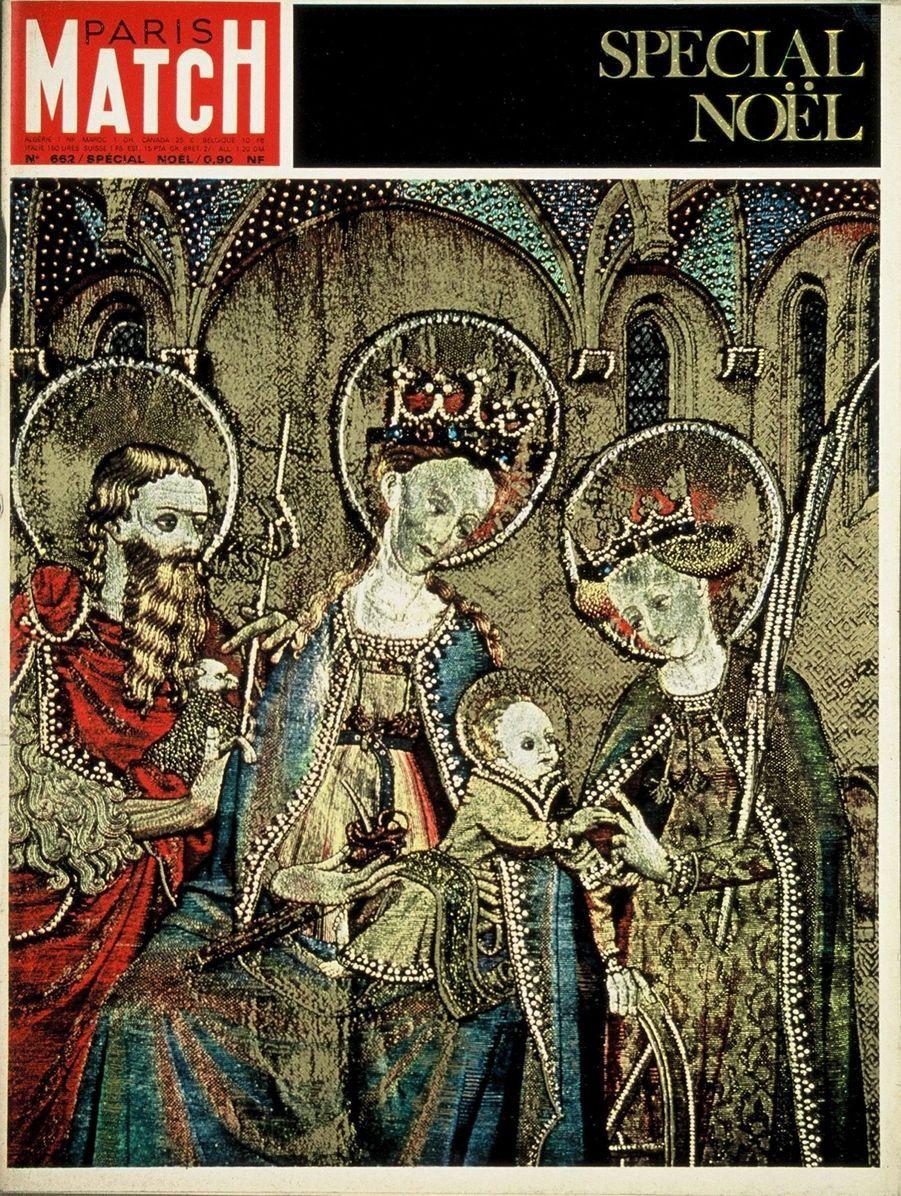 """Couverture duParis Match n°662 du 16 décembre 1961 : """"Marie et l'Enfant"""", tapisserie du XVème siècle, exposée à la Trésorerie impériale de Vienne."""