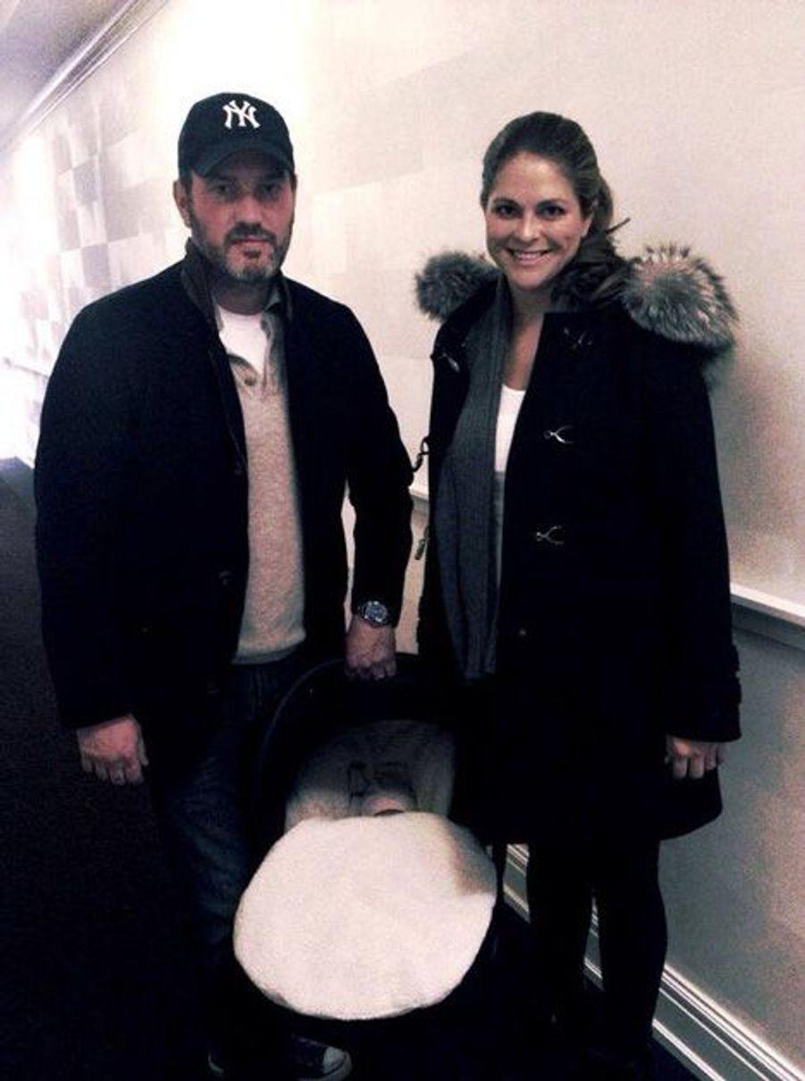 Chris O'Neill et Madeleine, à la sortie de la maternité