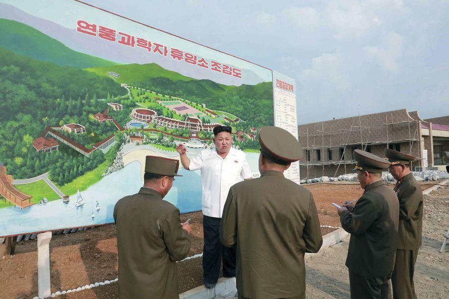 Kim Jong-un a visité le chantier d'une maison de repos pour scientifiques, à Pyongyang