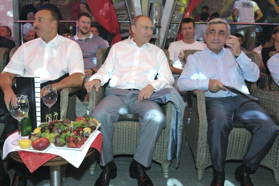 Vladimir Poutine avec les présidents arménien et azéri Serzh Sargsyan et Ilham Aliyev