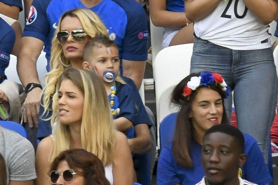 Erika Choperena à côté de Ludivine Sagna pendant le match France-Irlande