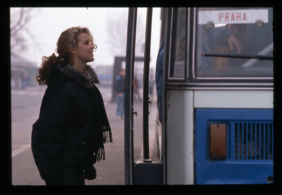 Eva Herzigova dans sa ville natale de Litvinov en République tchèque, décembre 1989.