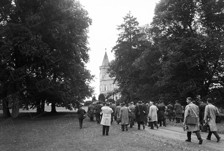 « Pour la présentation, Baudouin, d'habitude si mal à l'aise devant les photographes, a lui-même donné l'ordre de les laisser tous entrer dans le parc de Ciergnon. » - Paris Match n°598, 24 septembre 1960
