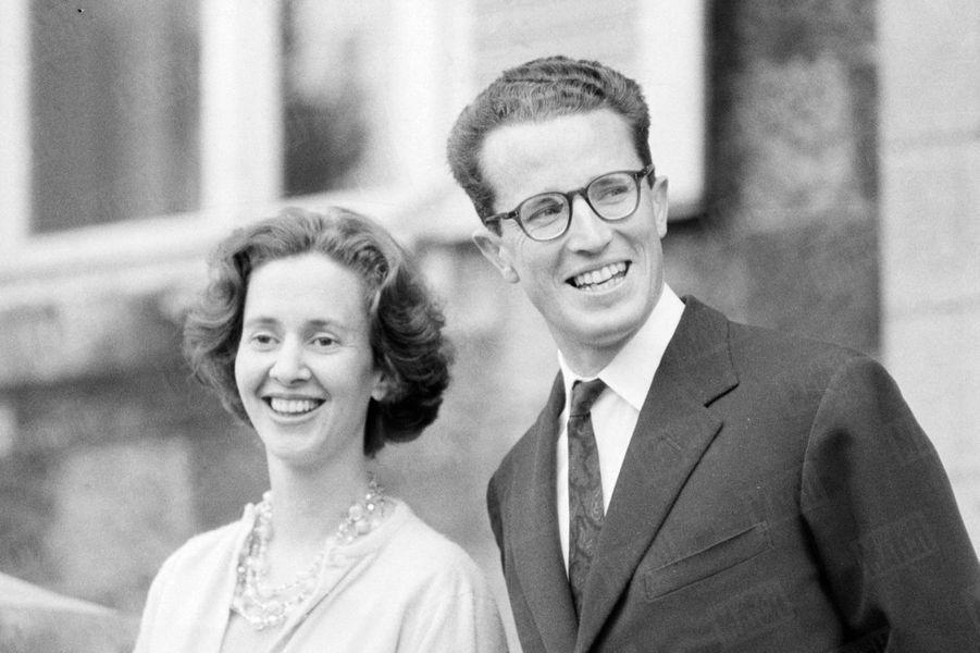 """« En voyant son sourire, qui lui rappelle celui d'Astrid, toute la Belgique a dit : """"Nous avons renoué avec le bonheur""""» - Paris Match n°598, 24 septembre 1960"""