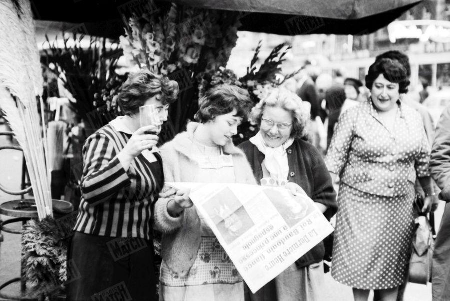 «… Une heure plus tard, Bruxelles en liesse s'arrache les journaux, pour voir le visage de sa future reine, doña Fabiola de Mora y Aragon.» - Paris Match n°598, 24 septembre 1960