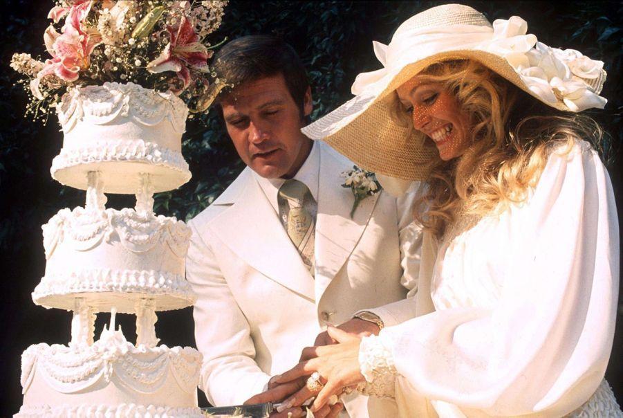Farrah Fawcett et Lee Majors, le jour de leur mariage, en 1973.