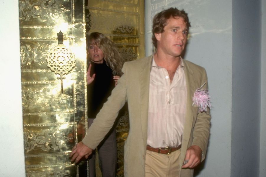 Farrah Fawcett et Ryan O'Neal, surpris ensemble en octobre 1979.