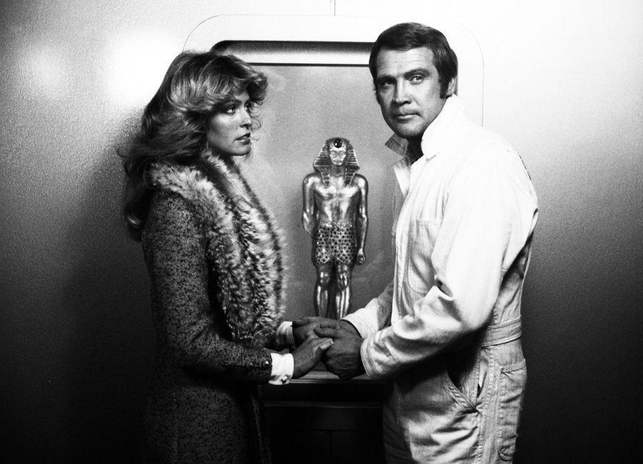 Farrah Fawcett et Lee Majors dans « L'Homme qui valait trois milliards » en 1976.