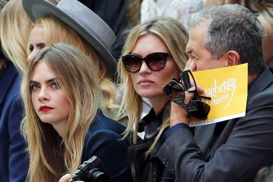 Cara Delevingne, Kate Moss et Mario Testino au défilé Burberry
