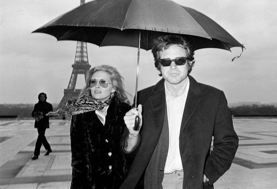 Faye Dunaway et Warren Beatty, à Paris pour la promotion de « Bonnie and Clyde » d'Arthur Penn, en février 1968.