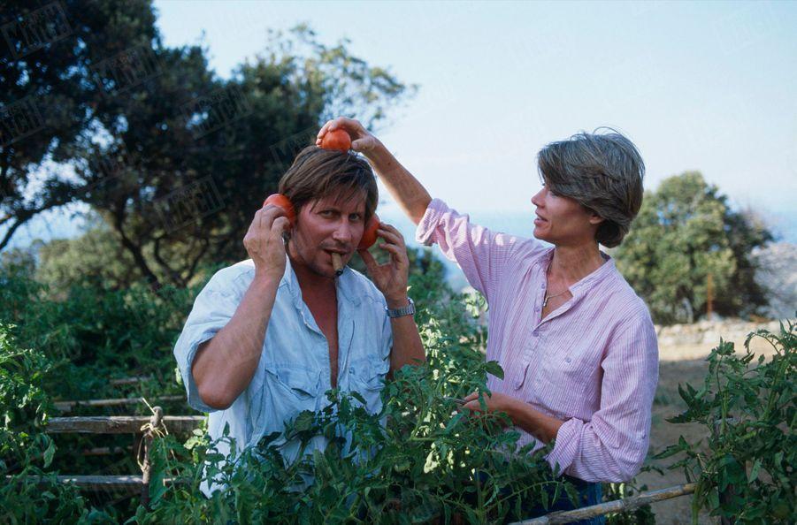 Françoise Hardy et Jacques Dutronc dans leur maison de Monticello en Corse, en août 1983.