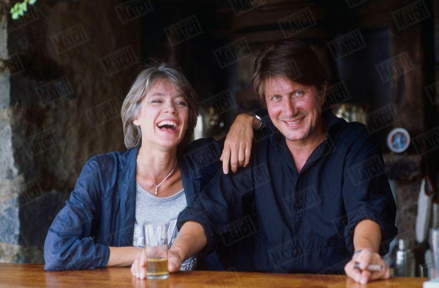 Françoise Hardy et Jacques Dutronc dans leur maison de Monticello en Corse, en août 1984.
