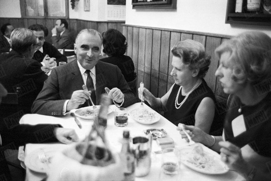 Georges Pompidou et son épouse Claude en voyage à Rome enjanvier 1969