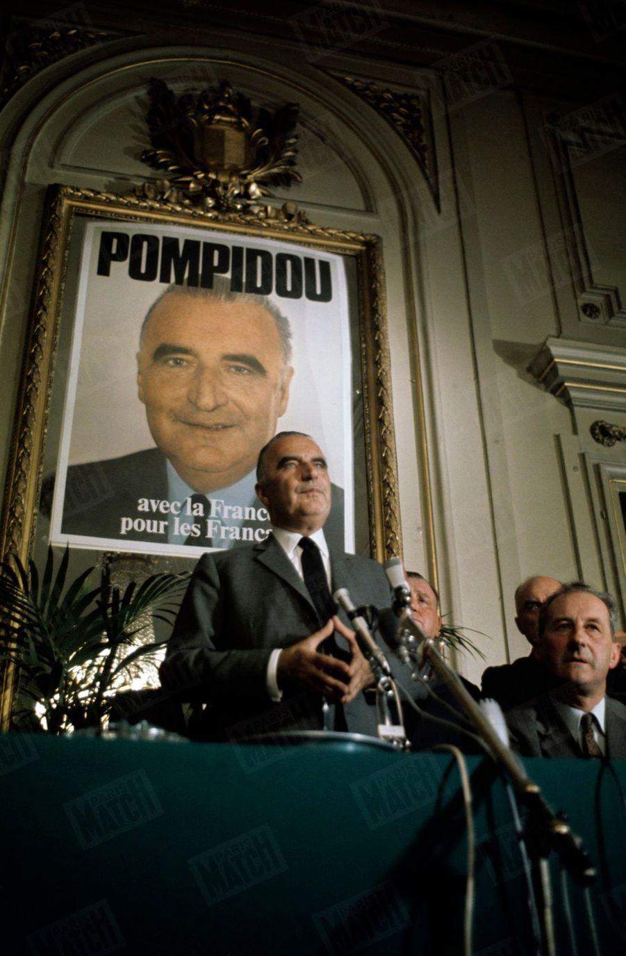 Georges Pompidou en mai 1969, lors de la campagne électorale des élections présidentielles.