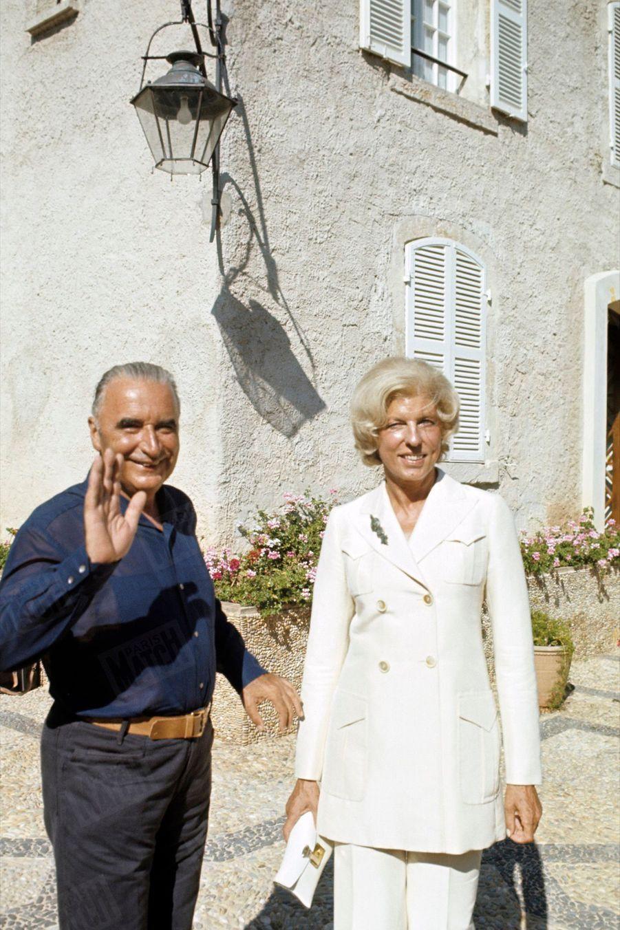 Georges Pompidouavec son épouse Claudelors de vacances au fort de Brégançon, en août 1970.