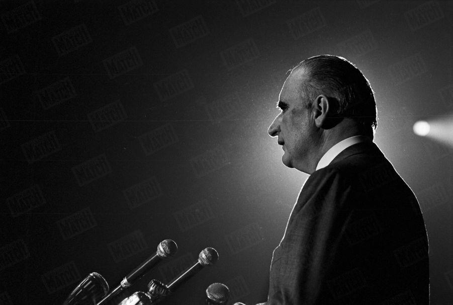 Georges Pompidou en campagne pour les élections législatives en février 1967.
